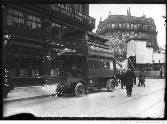 Autobus avec impériale de la CGO. Photographie de presse, agence Rol, 1909. Source : Gallica/BnF.